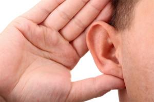 como desentupir ouvido com muita cera